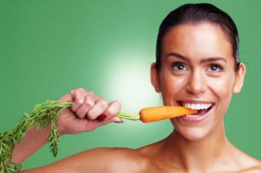 2-9-14: Si comes una zanahoria cruda al día, satisfaces tus necesidades de vitamina A. Es un consejo de YNUTRICIÓN http://consejonutricion.com  Imagen: http://2.bp.blogspot.com/-QGTX3kAi3f8/UVetxUe1T4I/AAAAAAAAMgM/qqpNKdSnLwI/s1600/comer-zanahoria.jpg