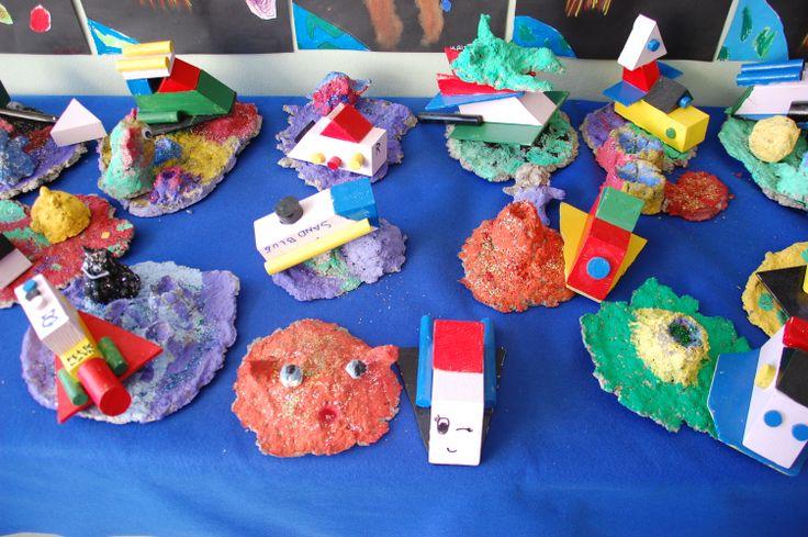 Planeetat (selluvillamassa) ja avaruusalukset (puutyö)