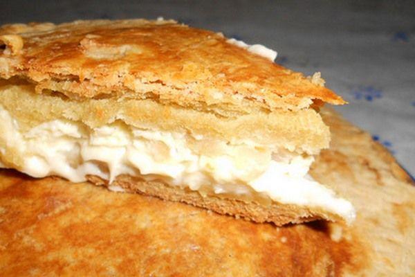 Простой пирог с плавленым сыром