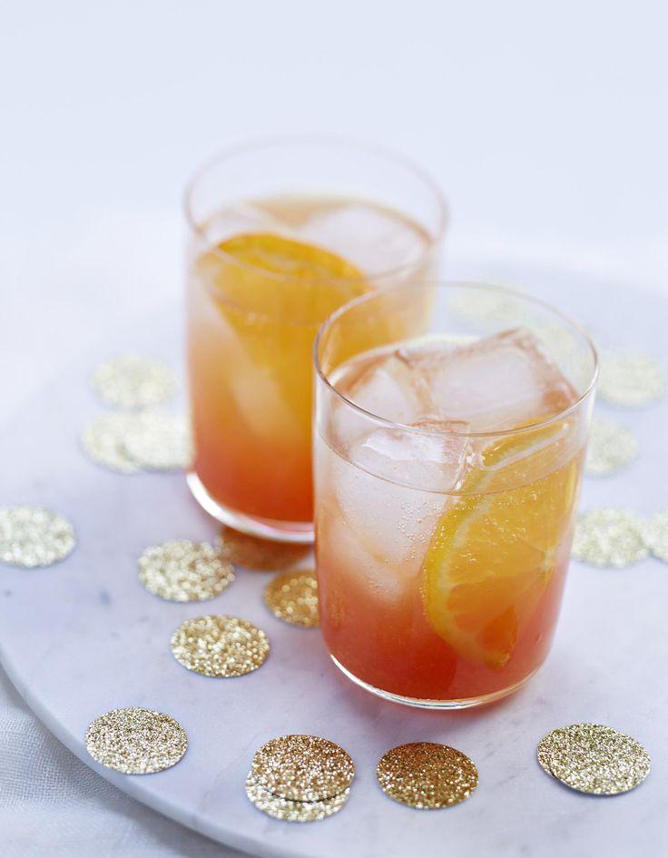 Recette Spritz à la clémentine : Mélangez le jus de clémentine au Campari.Répartissez dans 4 verres. Ajoutez ½ rondelle de clémentine et quelques glaçon...