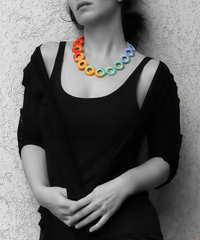 színes, karikákra horgolt nyaklánc / colorful crochet necklace with hoops