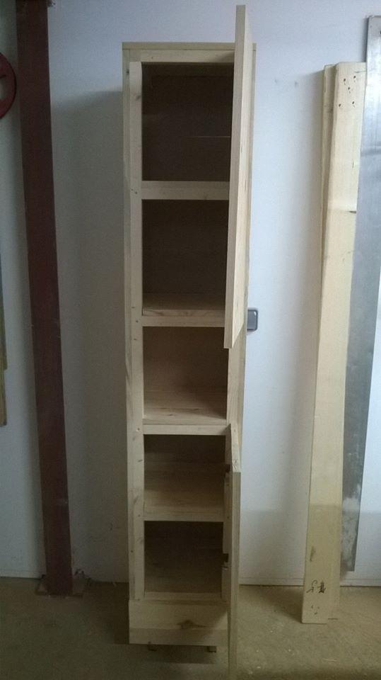 colonne salle de bain objet et meuble en palette meubles palettes id e avec de la palette. Black Bedroom Furniture Sets. Home Design Ideas