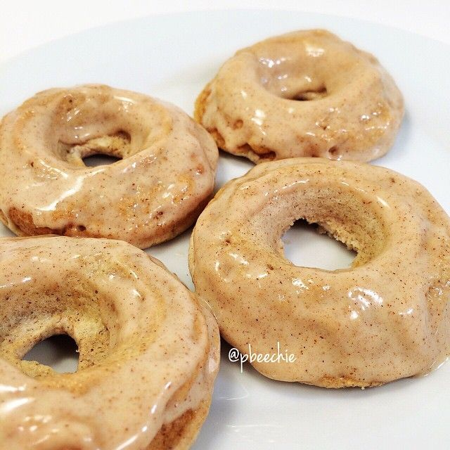️Glazed Banana Bread Protein Donuts Serves: 1 Donut Batter 1/4 cup raw oats 1/2 scoop vanilla quest protein powder 1/2 banana 2 egg whites 1/2 tsp cinnamon 1/2 tsp baking powder 1 stevia packet Glaze 1/2 scoop vanilla quest nutrition protein powder 1/2 TBSP cinnamon pecan almond butter (you fresh naturals brand) water