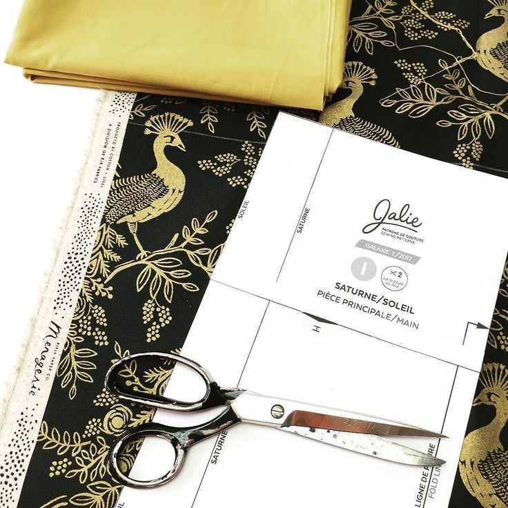 Cutting this beautiful @cottonandsteel  canvas from the Menagerie collection for the photo shoot version of the Soleil bag. Can't wait to show you the result! On taille ce magnifique tissu de la collection Menagerie de CottonSteel / @riflepaperco pour la photo officielle du sac Soleil! On a si hâte de tout vous montrer! . . #jalielife #mavieenjalie #cousumain #jaliegalaxie #CottonandSteel #cadeaucouture #blackfriday #patternmaking #sewing #bagmaking #fabric #sewingpatterns #custommade…