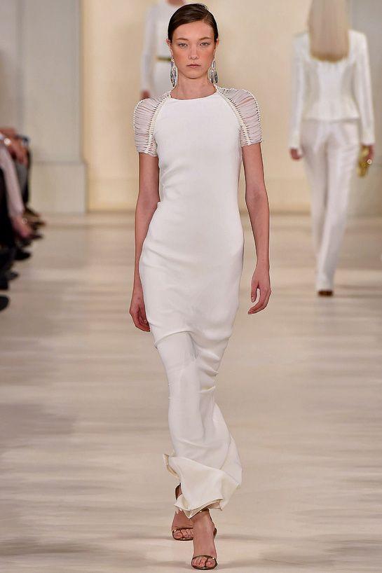 Le défilé Ralph Lauren printemps-été 2015 http://www.vogue.fr/mariage/tendances/diaporama/les-robes-blanches-de-la-fashion-week-printemps-ete-2015/20602/image/1101988#!le-defile-ralph-lauren-printemps-ete-2015