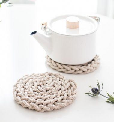 DIY Finger knit rope trivet tutorial - Scandinavian kitchen // Ujjal kötött tányéralátét - konyhai kiegészítő skandináv stílusban // Mindy - craft tutorial collection