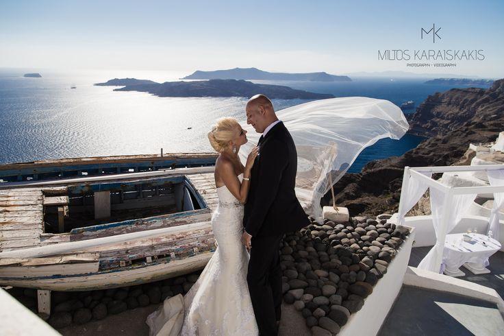#bride #groom #wedding #weddingday #santorini #island #santorinigreece #bluesky #photoshoot #photo #inlove #veil #airforce #sea #volcano #oldboat #miltoskaraiskakis