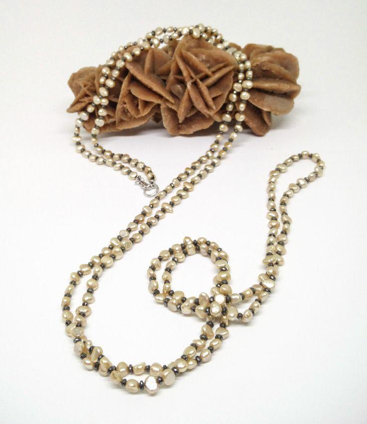 Collana lunga con perle d'acqua dolce beige e ematite di Lithodoracapri su Etsy