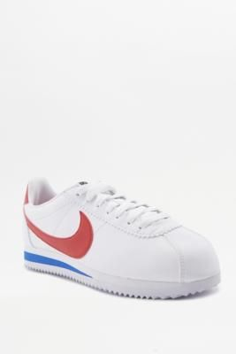 ¡Consigue este tipo de deportivas de Nike ahora! Haz clic para ver los detalles. Envíos gratis a toda España. Nike Cortez White Red And Blue Leather Trainers - Womens UK 6: Classic trainers from sportswear brand Nike feature a vintage-inspired look with a low-profile silhouette and traditional logo details. Lace-up front and cool leather upper set atop a cushy midsole and grippy rubber outsole for maximum comfort and traction.     **THINGS TO KNOW:**   - Leather, rubber   - Spot clean…