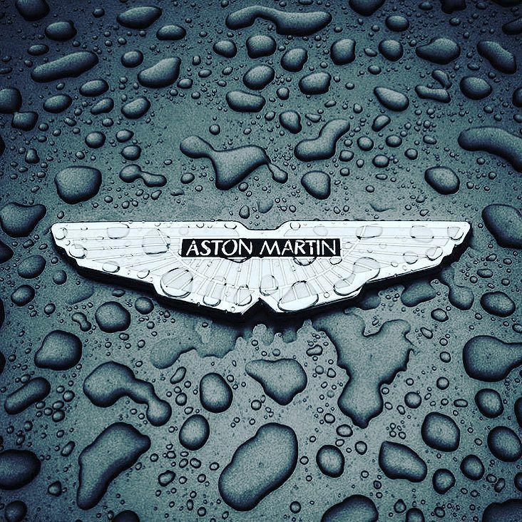 The iconic wings badge has been synonymous with Aston Martin since 1927 when the original 'AM' logo was completely reformulated with the Aston Martin name immersed within a new wings motif. The most recent iteration of the badge came in 2003 as the launch of Aston Martin's new global headquarters in Gaydon heralded a new chapter in the marque's illustrious history. . . Daily Images - @astonmartin_automotive . . by @theandy_b #AstonMartin #VantageS #V12VantageS #DB9 #Vanquish #gt12…