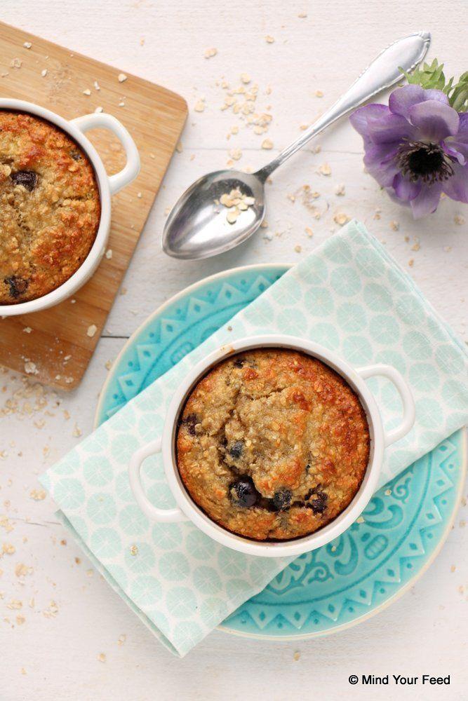 Havermout ontbijtcake met blauwe bessen - Mind Your Feed