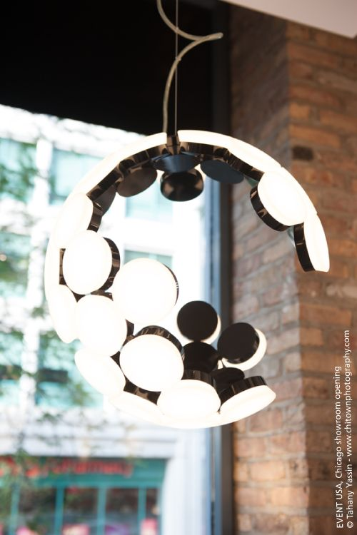 Created through the repetition of an elementary module, this suspension lamp consists of a sphere with an incomplete structure. Ever changing in its appearance, depending on the point it is viewed from, it radically breaks the mould of the pure and sometimes monotonous forms that normally characterize this kind of lamp. Like the Black Star of the Empire in Star Wars, immobile in space, its apparent incompleteness is contrasted with its technical efficiency : #Scopas pendant ►…