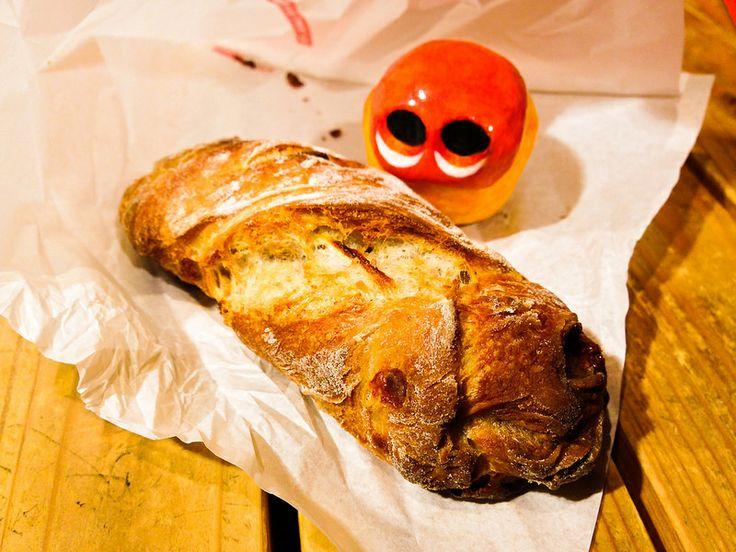 """""""d'une rareté"""" Bleu de bleu The bread contains onions, gorgonzola cheese and walnuts mixed with its dough. Read more at http://garapadish.com/2014/04/19/bleu-de-bleu/#6lwWzeGjyvr5hktZ.99 #food #bread #amuse #oninon #gorgonzola #walnuts #yummy #tokyo #japan #galapadish #mizumushikun"""