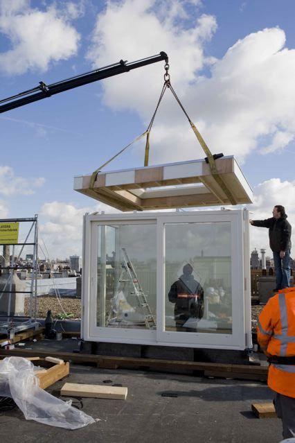 Wij maken het dakhuis prefab in de werkplaats in Amsterdam en plaatsen het dan binnen 1 dag.