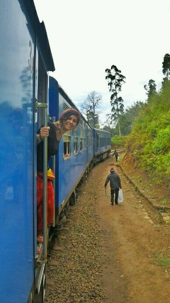A scenic train ride in Sri Lanka. Sri Lanka travel tips by Drifter Planet #SriLanka