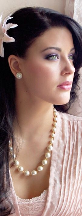 A feminine girly story ,pearls,pink,roses
