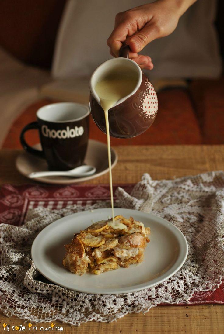 sformato di mele e pane verticale con salsa