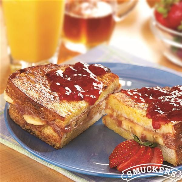 Peanut+Butter,+Berry+and+Banana+Stuffed+French+Toast+from+Smucker's®