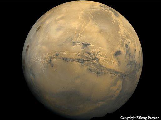MARTE - Marte é o quarto planeta a partir do sol. Como o resto dos planetas do sistema solar (exceto a Terra), Marte é o nome de uma figura mitológica do deus romano da guerra. Além de seu nome oficial, Marte é por vezes referido como o Planeta Vermelho devido à cor de sua superfície vermelho acastanhado. Marte é o segundo menor planeta do sistema solar atrás Mercurio.