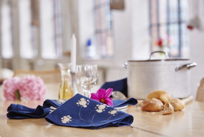 ber ideen zu stoffservietten auf pinterest servietten geschirrt cher und vintage stoffe. Black Bedroom Furniture Sets. Home Design Ideas