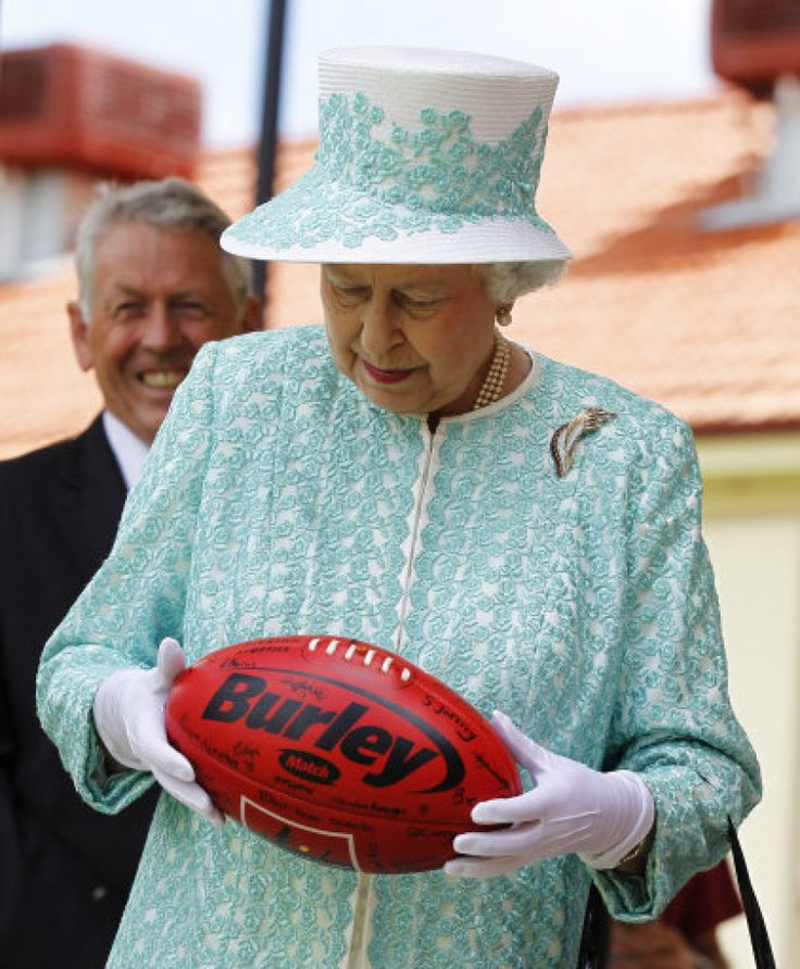 Isn't that the brand of a bra? Oh, but they've spelt it wrong. Nevermind, it wouldn't fit anyway, and it's not my colour! Her Royal Hilariousness: 30 Funny Pictures Of The Queen (PHOTOS)
