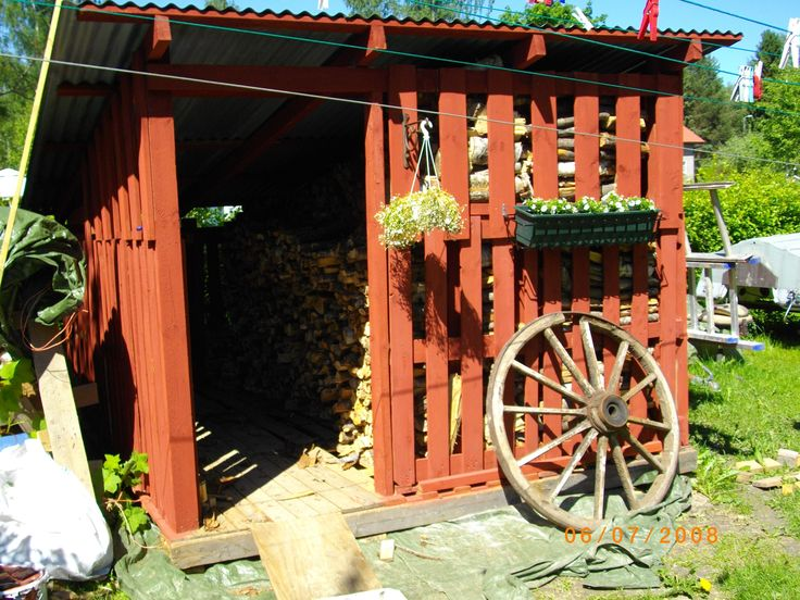 palets firewood shed