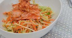 Lekker en gezond recept voor een Oosterse salade met zalm in sojasaus.