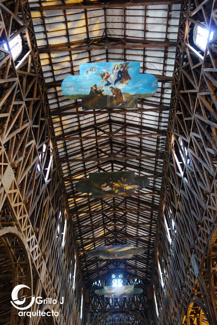 Catedral de Nuestra Señora de la Pobreza. Estructura del techo en piezas en madera de comino crespo