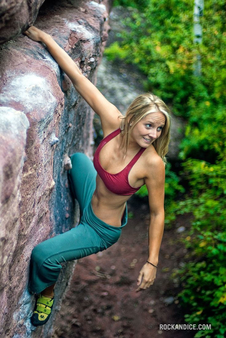 Jessa Younker Warms Up On A V1, Redstone Boulders -5574