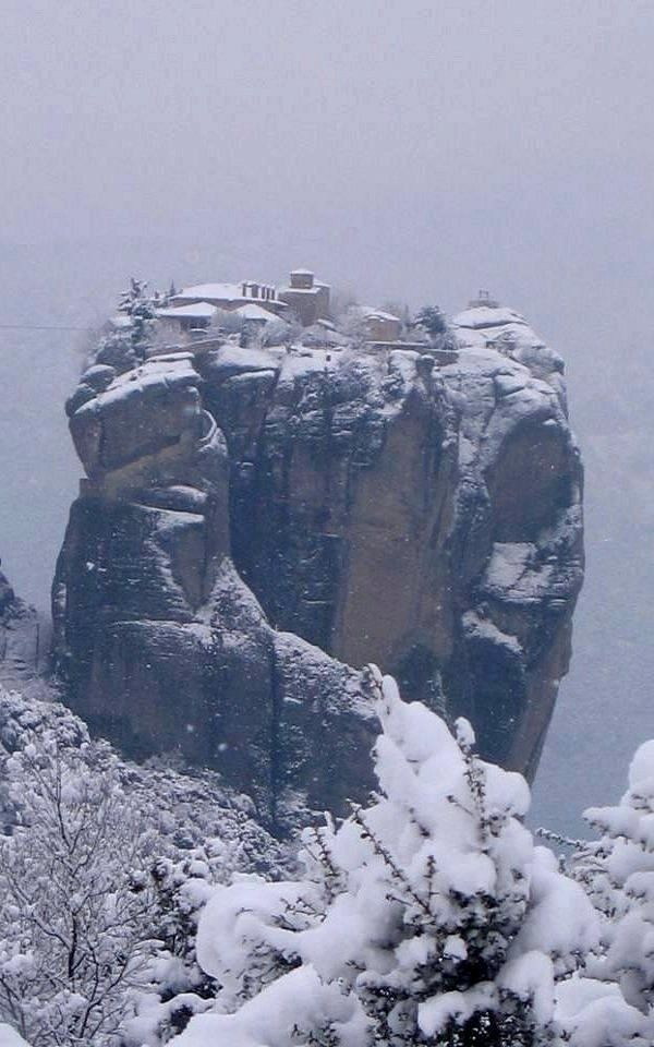 Snowy #Meteora - kalampaka, Thessaly, Greece   <3