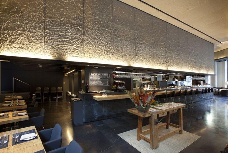 Pannelli scintillanti in #ReteMetallica applicati nel ber dell'Ohla Hotel di #Barcellona ; un tocco di classe e raffinatezza in grado di avvolgere l'intero ambiente