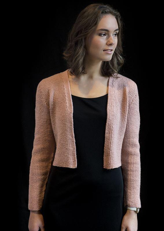 <p>Smart kort jakke med v-hals chanel inspireret. Denne nemme strikkede korte jakke er også for nybegyndere. Den er strikket i