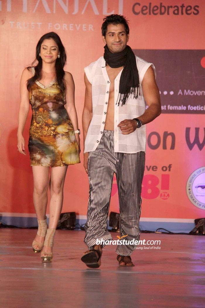 Hot Sumona Chakravarti Image 14269 - more at http://modell.photos Topmodel Catwalk 2014 Fashion @modell.photos