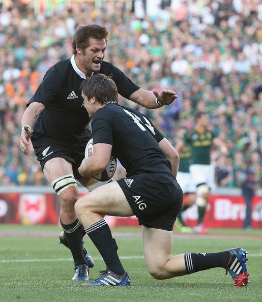 Richie Mccaw Photos Photos - Ben Smith of the All Blacks is congratulated by captain Richie McCaw after scoring the first try during the Rugby Championship match between South Africa Springboks and the New Zealand All Blacks at Ellis Park on October 5, 2013 in Johannesburg, South Africa. - South Africa v New Zealand: The Rugby Championship