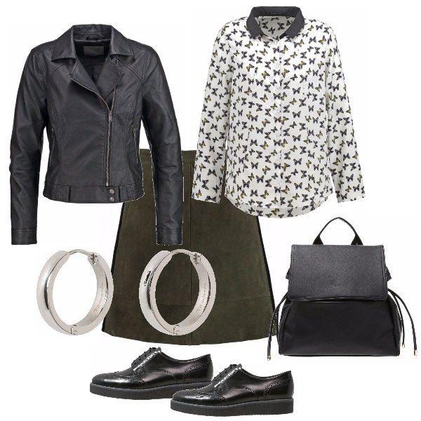 Outfit semplice e comodo, da mettere nelle mezze stagioni quando iniziano le belle giornate ma fa ancora un po' freschino. Ideale per il tempo libero e per le passeggiate data la comodità dello zainetto.