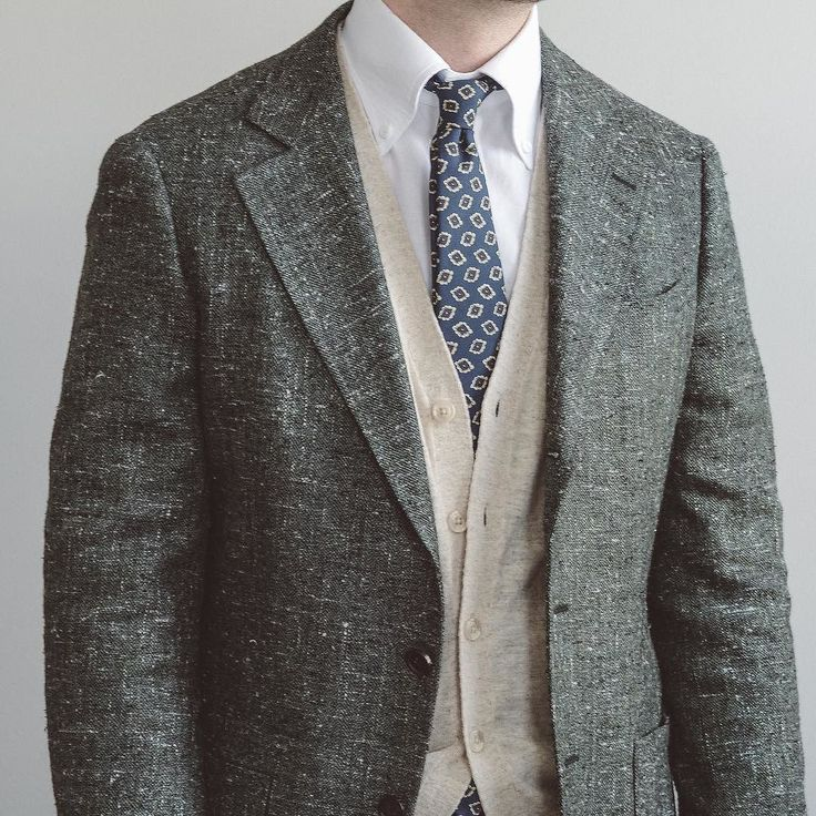 Looks like the @spiermackay E Thomas slub sport coats are still on sale from yesterdays flash sale at $299USD/$375CAD. Probably not for much longer though as todays flash sale is probably going up soon. Paired here with a MTM shirt also from @spiermackay tie from @bergandberg and cardigan via @asos . . . #spierandmackay #bergandberg #tieporn #styleformen #simplefits #dappermen #gqstyle #gentlemenstyle #gents #classicstyle #dapperman #dapperlydone #gqmagazine #gqinsider #mensoutfit #classymen…