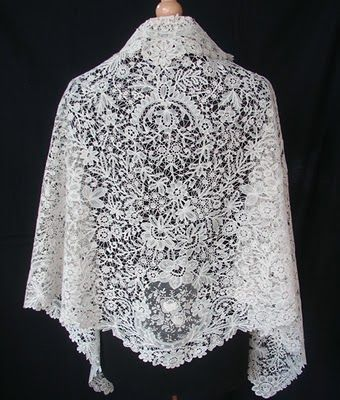 bobbin lace patterns free   Bobbin Lace   Stitch Piece n Purl   Isn't this gorgeous? I'll bet it took forever to make!