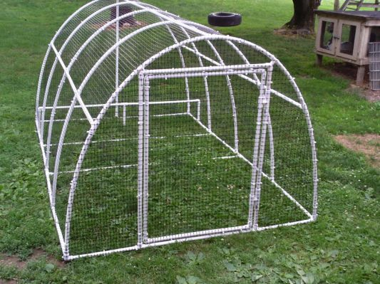 Best 25 duck pens ideas on pinterest duck coop duck for Movable duck house