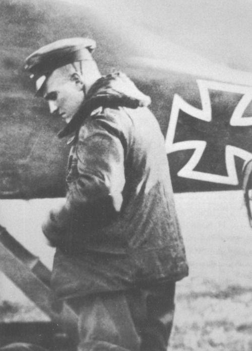 WW1 ¥ Manfred von Richthofen, the 'Red Baron' next to his (red) Fokker triplane