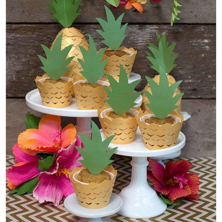 """Mari Mangione - SP on Instagram: """"Cupcakes lindooos inspiração incrível pra quem, como eu, ama abacaxi na decoração Pic via Pinterest #decorefesta #cupcakesdecorefesta"""""""