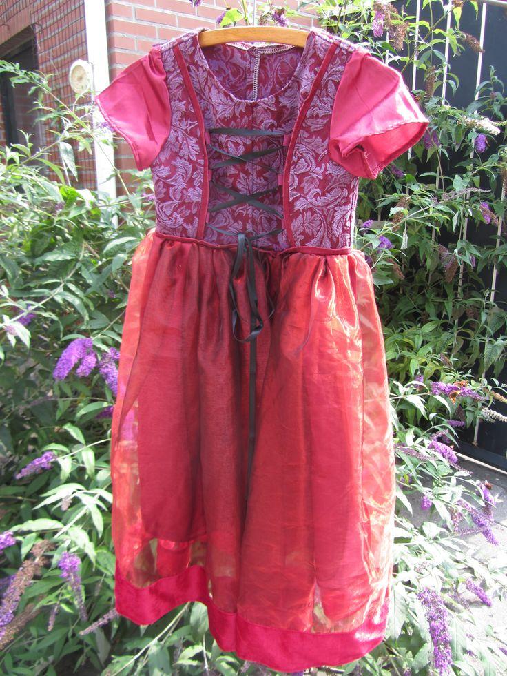 dress for my princess......reused/repurposed clothes and stuff. jurkje voor mijn prinsesje!!....hergebruikte kleding, stofjes e.d.