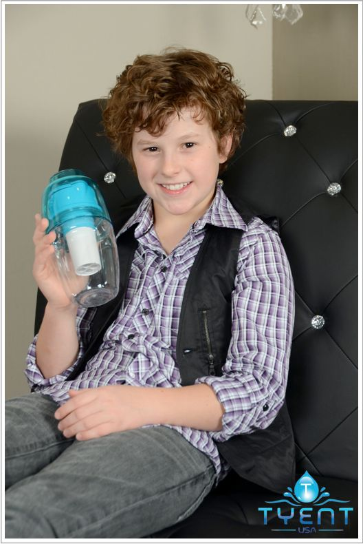 #ModernFamily fans! Check out #NolanGould with his Tygo Portable #Alkalizer, it's never too early to start being #healthy and drink #alkalinewater.