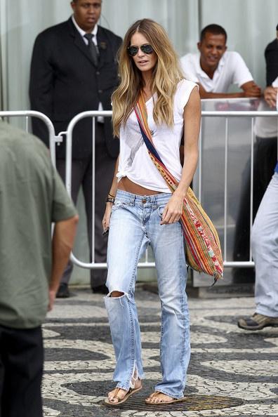 effortless ElleBoyfriends Style, Casual Style, Ellemacpherson, Casual Summer, Weekend Wear, Boyfriends Jeans, Elle Macpherson, Casual Clothing, Style Tips