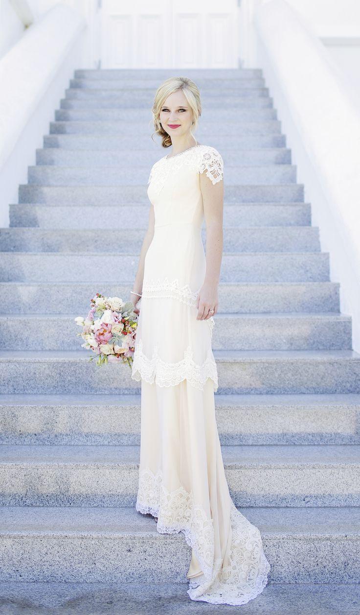Wunderschönes Brautkleid - perfekt für eine romantische Hochzeit.  Amazing bridal gown! #wedding
