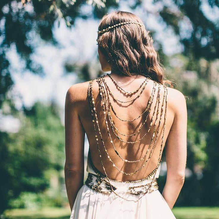 """2,052 To se mi líbí, 18 komentářů – Melody Nelson (@melodynelsonbridal) na Instagramu: """"Beaded backless Cleopatra design with stunning back jewelry / dress by @amandawakeley via…"""""""