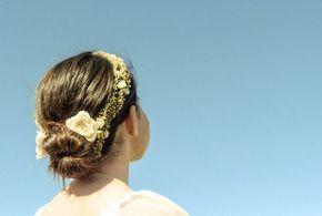 Peinado de Primera Comunión con corona de flores