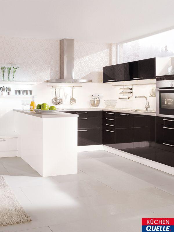 Faszinierende lichtbrechungen die hochglänzende küchen oberfläche und die klaren konturen vieles erinnert in