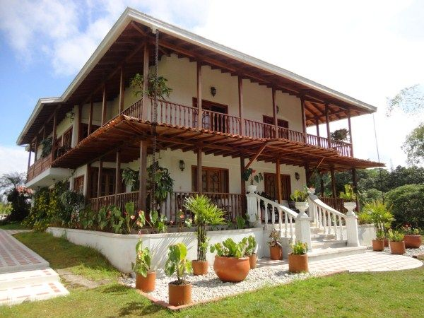 Casas y apartamentos pereira colombia venta de pereira for Casa de estilo campestre