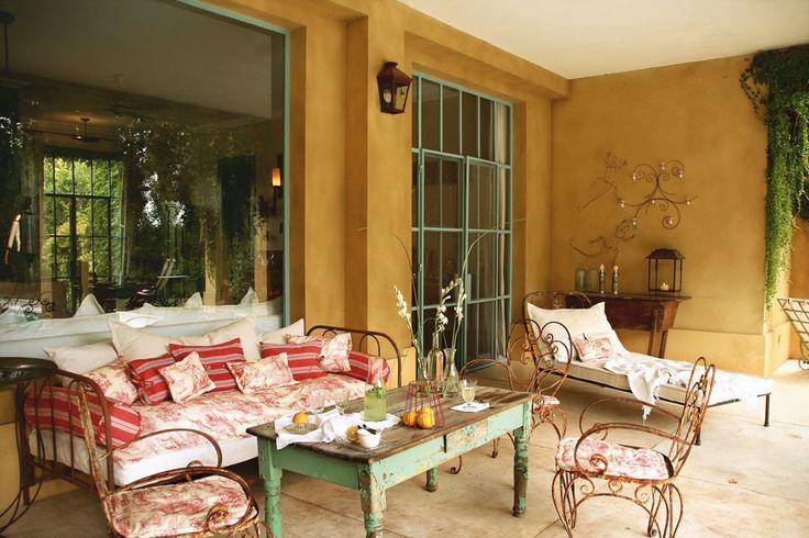 Cama antigua decorada como sillon buscar con google for Sillon cama chile