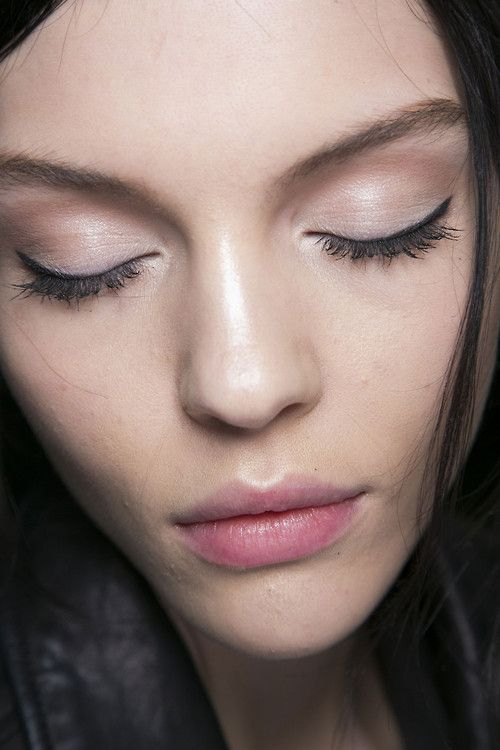 the fresh pink makeup with lightly applied eye liner
